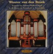 Wouter van den Broek bespeelt het Adema-Philbert orgel in de Mozes en Aäronkerk in Amsterdam