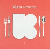 Klara serveert. 2