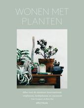 Wonen met planten : alles over de nieuwste interieurtrend : vetplanten, luchtplanten en cactussen