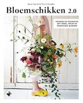 Bloemschikken 2.0 : kransen en decoraties met verse, wilde en gedroogde bloemen