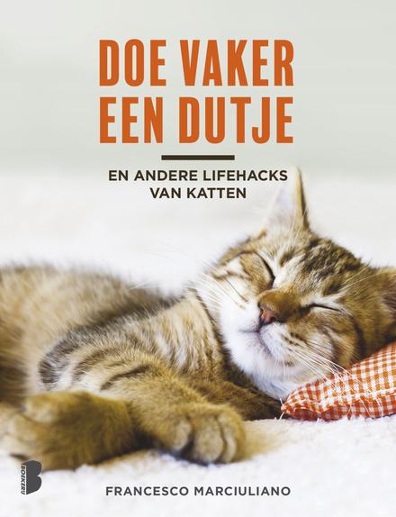 Doe vaker een dutje : en andere lifehacks van katten