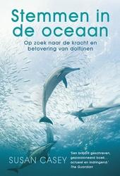 Stemmen in de oceaan : op zoek naar de kracht en betovering van dolfijnen