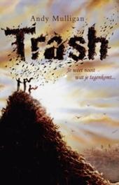 Trash : je weet nooit wat je tussen het afval vindt ...