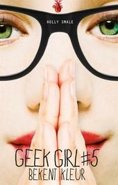 Geek girl bekent kleur