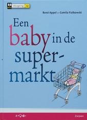 Een baby in de supermarkt
