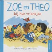 Zoé en Theo bij hun vriendjes