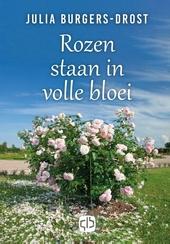 Rozen staan in volle bloei
