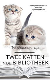 Twee katten in de bibliotheek