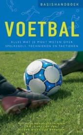 Basishandboek voetbal : alles wat je moet weten over spelregels, technieken en tactieken