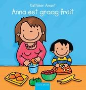 Anna eet graag fruit