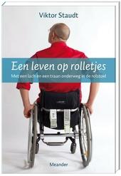 Een leven op rolletjes : met een lach en een traan onderweg in de rolstoel