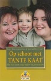 Op schoot met Tante Kaat