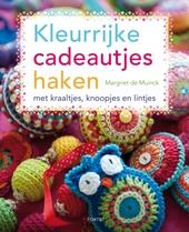 Kleurrijke cadeautjes haken : met kraaltjes, knoopjes en lintjes