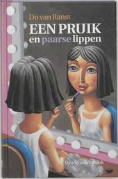 Een pruik en paarse lippen