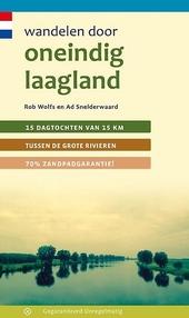 Wandelen door oneindig laagland : 15 dagtochten van 15 km tussen de grote rivieren, 70% zandpadgarantie!