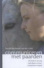 Communiceren met paarden : de chakra's als weg naar dieper contact, compassie en begrip
