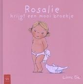 Rosalie krijgt een mooi broekje