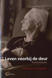 Leven voorbij de deur : rusthuisboek