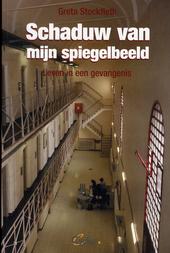 Schaduw van mijn spiegelbeeld : leven in een gevangenis