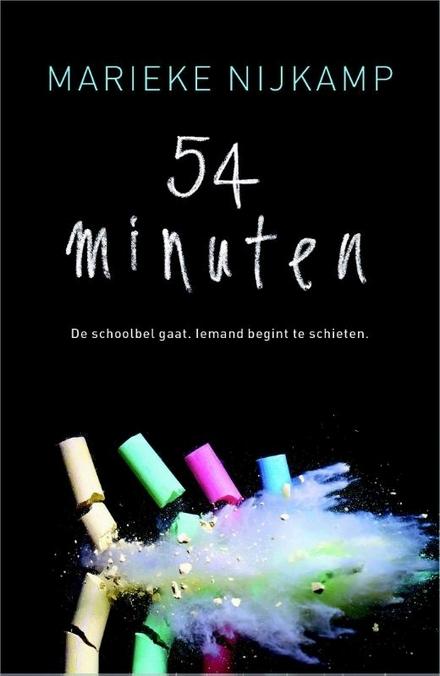 54 minuten : de schoolbel gaat, iemand begint te schieten