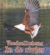 In de rivier