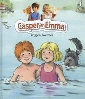 Casper en Emma krijgen zwemles