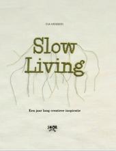 Slow living : basisboek voor een creatief en simpel leven : over bloemen drogen, ecoprinten en kaarsen maken