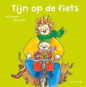 Tijn op de fiets