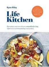Life kitchen : recepten voor een nieuwe smaakbeleving tijdens en na behandeling van kanker